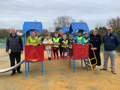 Children from Big Discoveries re-open Portchester Park